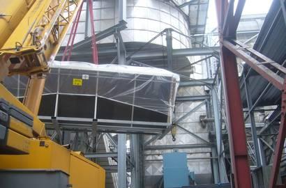 montáž chladiče MTA pomocí jeřábu