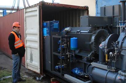 Vykládka turbokompresoru z kontejneru
