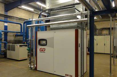 kompresorová stanice s kompresorem Gardner Denver (typ ESM 132) s využitím odpadního tepla