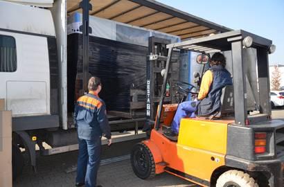 nakládání chladicích jednotek na kamion